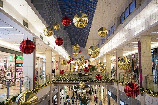 vánoční ozdoby v obchdáku