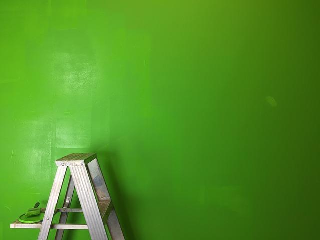 čerstvě vymalovaná zeď