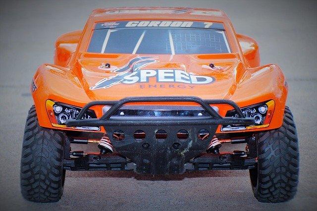 oranžové autíčko