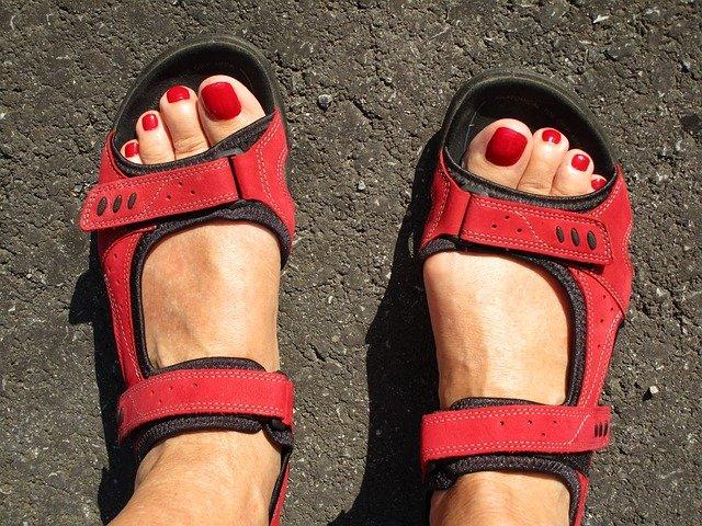 červené sandály