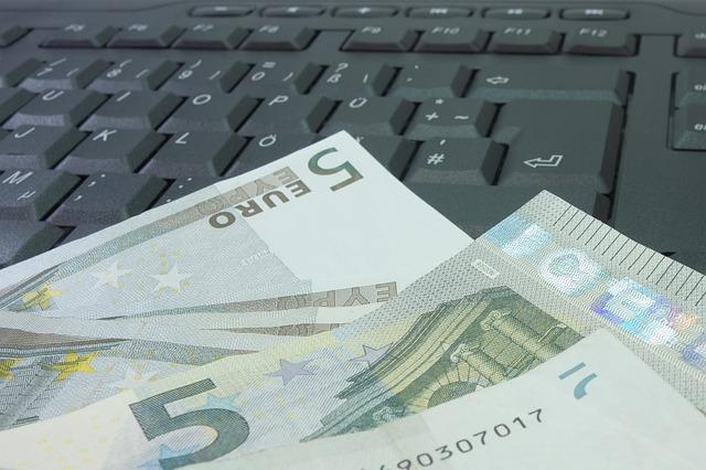 bankovky na klávesnici.jpg