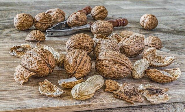 louskáček vlašské ořechy a buráky.jpg
