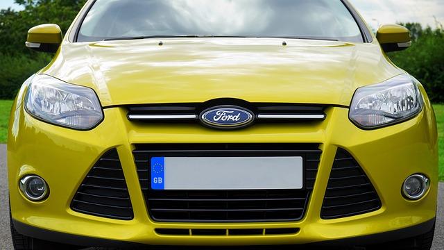 žlutý Ford
