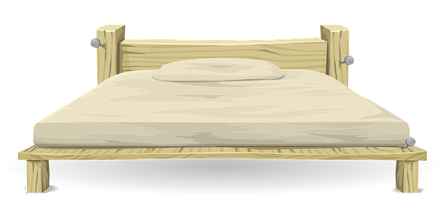 světlá postel