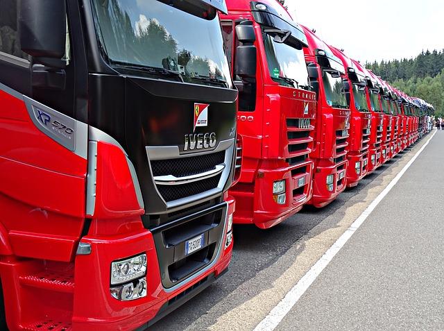 červené kamiony