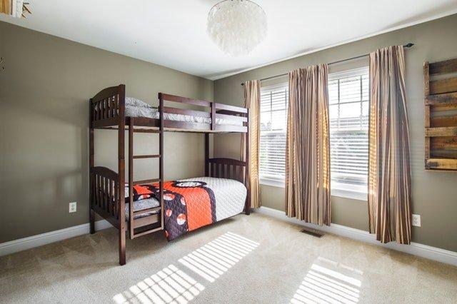patrové postele