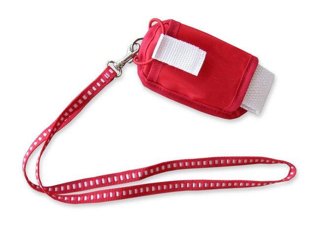 červený látkový obal na mobil