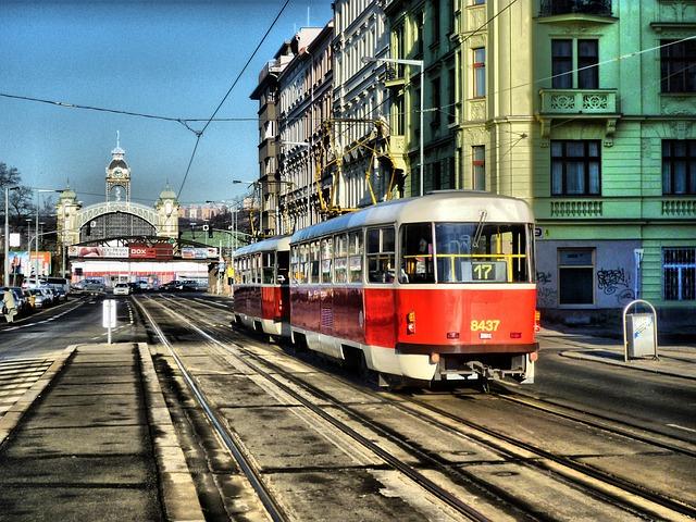 tramvaj v pražských Holešovicích.jpg