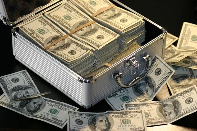 Kufr a peníze